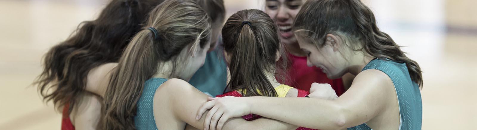 Junge Leute unterstürtzen